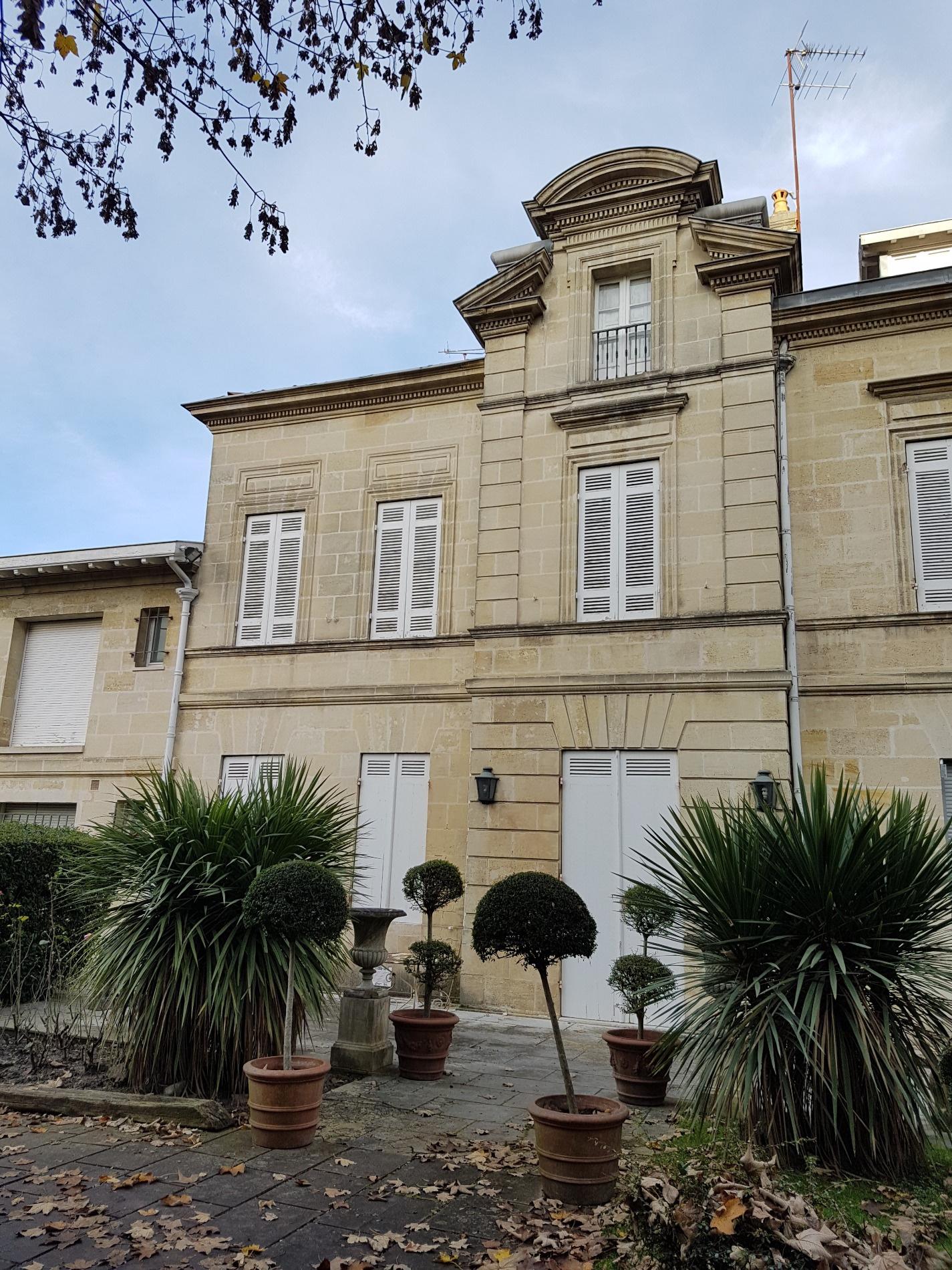 Vente magnifique maison avec son parc arbor au coeur de for Garage ad merignac